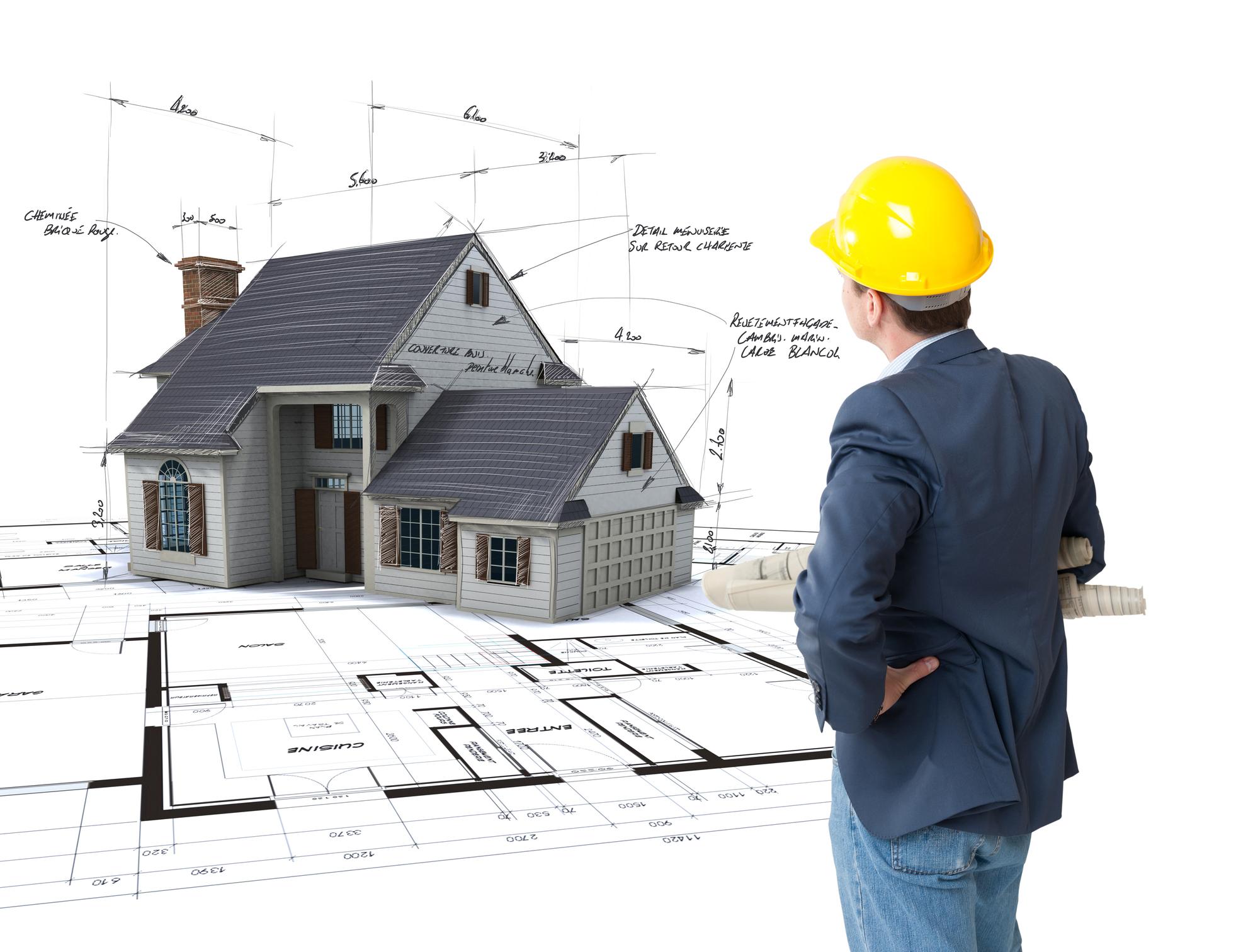 Un inspecteur en bâtiment qui travaille sur ses rapports d'inspections