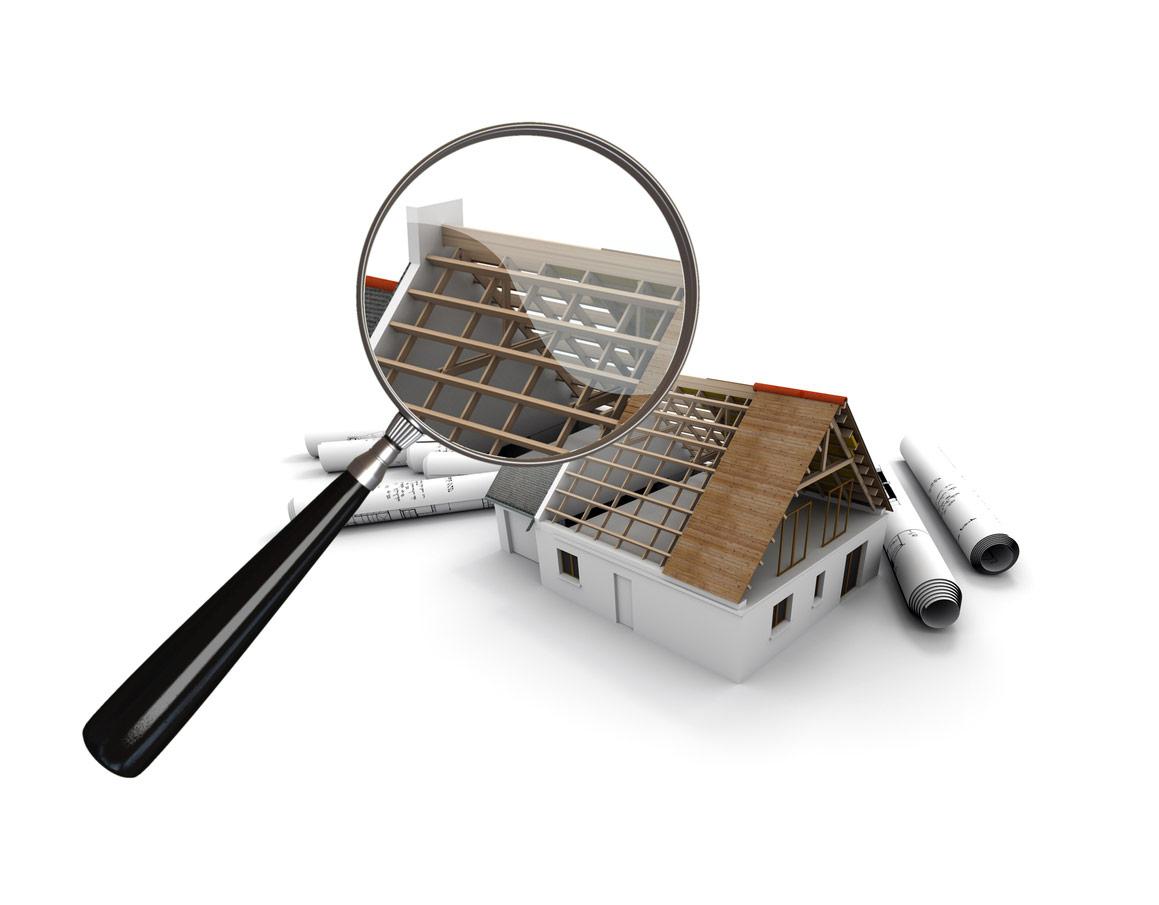 Inspection de maison à la loupe pour la construction ou la rénovation d'un toit